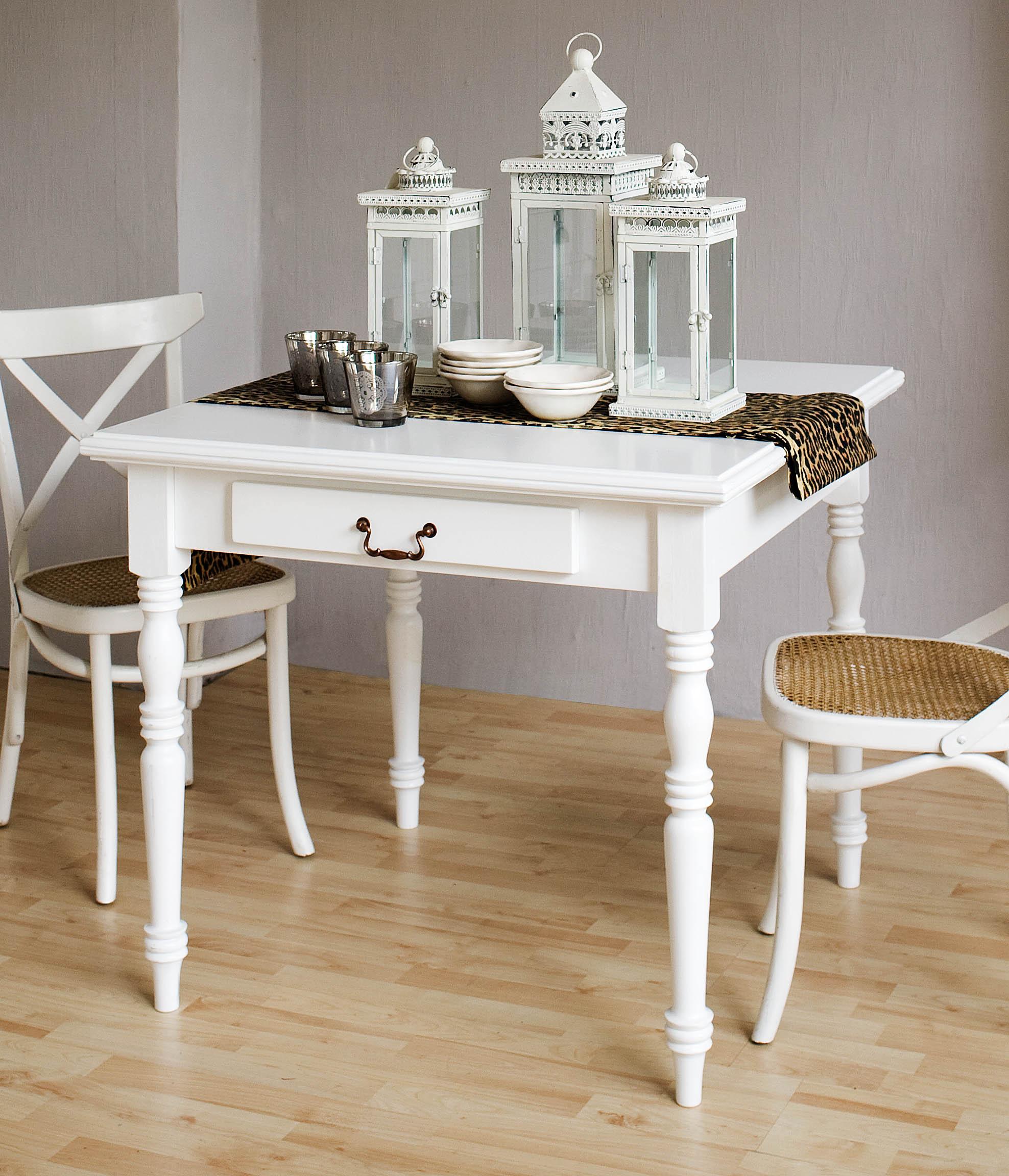 tisch im landhausstil von famberg versand. Black Bedroom Furniture Sets. Home Design Ideas