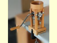 Bild für Eschenfelder Kornquetsche Flocker Tischmodell Holztrichter